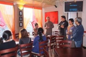 中國城內一間西餐廳的希臘人老闆借出地方讓教會舉辦查經班